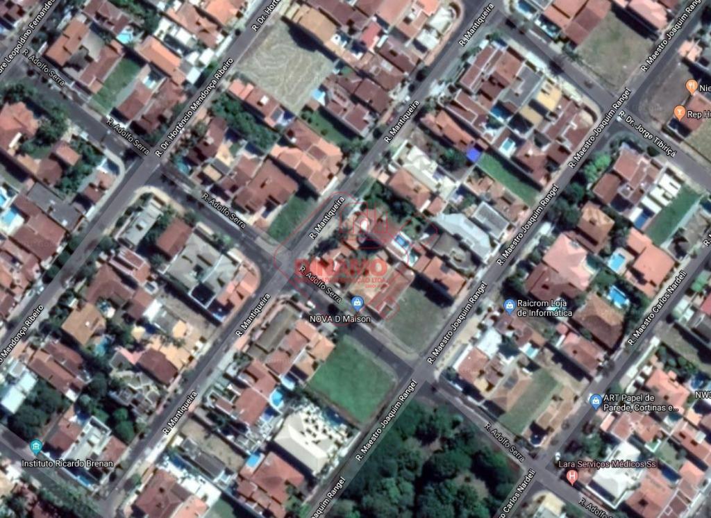 terreno mede 10,5 x 30,5 = 320,25 m2, murado, com portão.