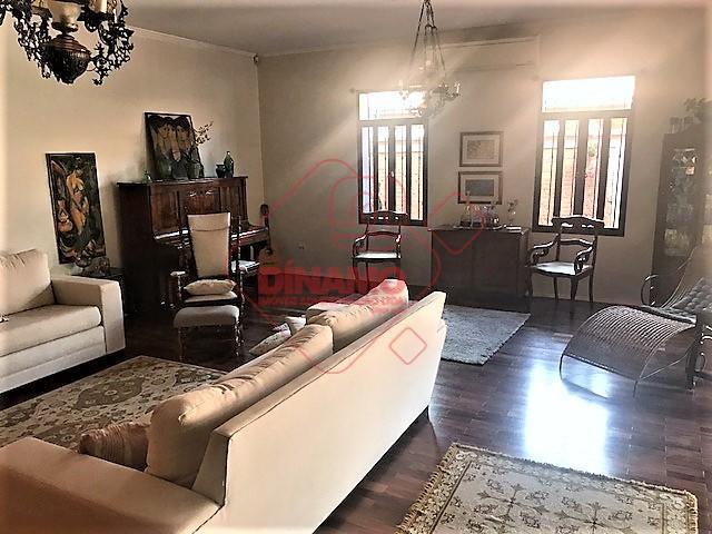 excelente localização, casa térrea, 04 dormitórios (02 suítes), rico em armários, lavabo, living, salas amplas, sala...