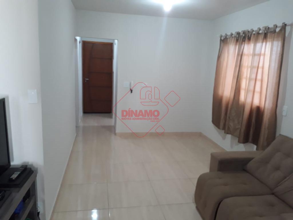 2 dorms.(suíte), sala 2 ambientes, wc. social, cozinha(gabinete), área serviço, quintal(churrasqueira c/ pia), quarto/wc empregada, 2...