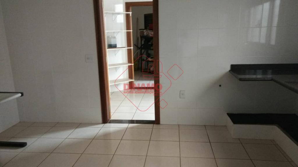 ótima localização! 3 suítes(1 master c/ closet, split, blindex, armários), sala 2 ambientes, lavabo, copa, cozinha,...