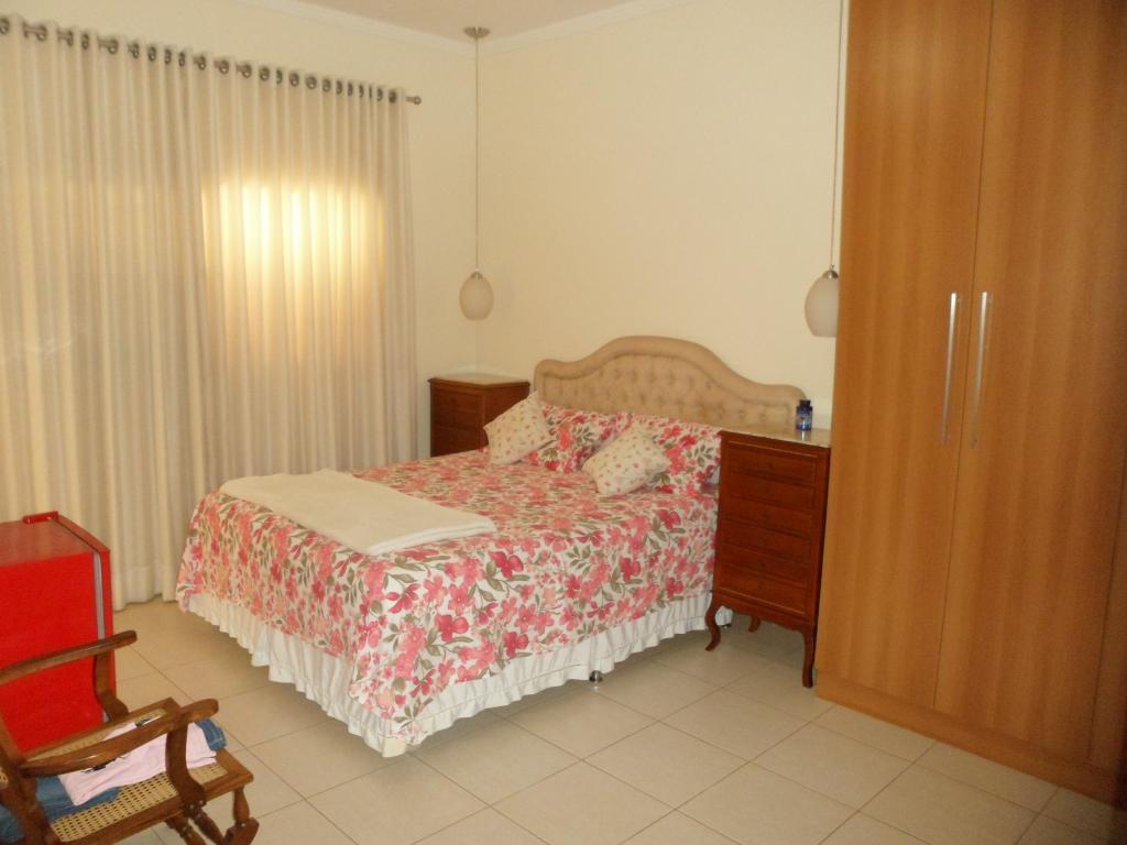 ótima localização! 4 dorms.(2 suítes) armários, sala 2 ambientes, wc. social (gab./blindex), cozinha/área serviço planejadas, piscina,...