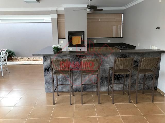 excelente sobrado, fino acabamento, 04 suítes, rico em armários, hidromassagem, sala 02 ambientes, home/cinema, cozinha planejada,...