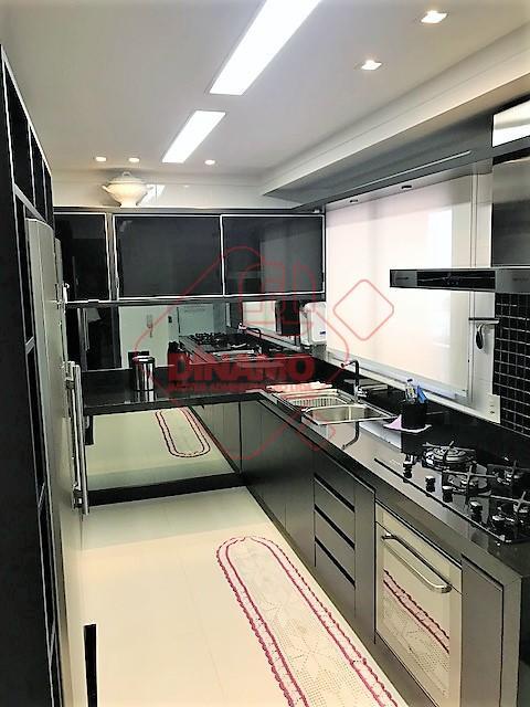 lindo aptº., andar alto, 03 suítes, rico em armários, lavabo, salas, cozinha planejada, varanda gourmet c/...