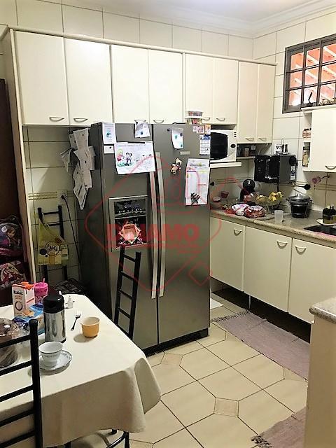 3 dorms.(suíte) armários, sala 2 ambientes, escritório, lavabo, wc. social(gab./blindex), varanda, c/ churrasqueira, cozinha planejada, área...