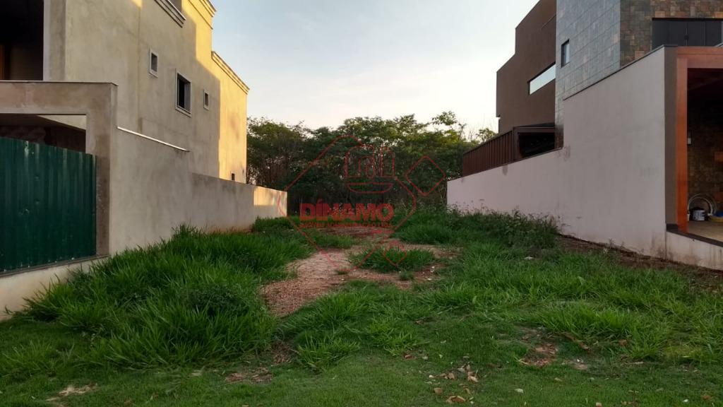 terreno 10 x 30 = 300 m2, plano, ilha, área verde atrás do lote, lazer completo...