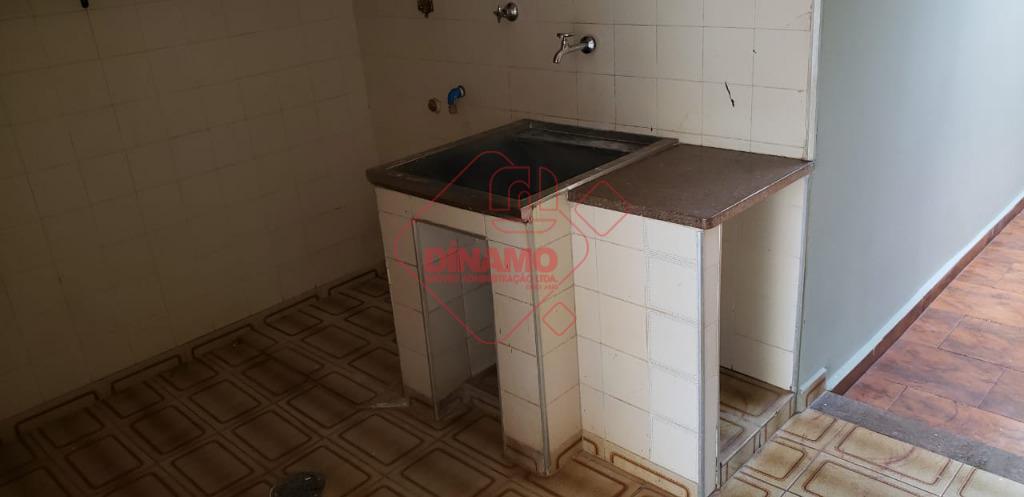 03 dormitórios (01 suíte) sendo 01 deles na edicula, armários, sala, sala de tv, wc social,...
