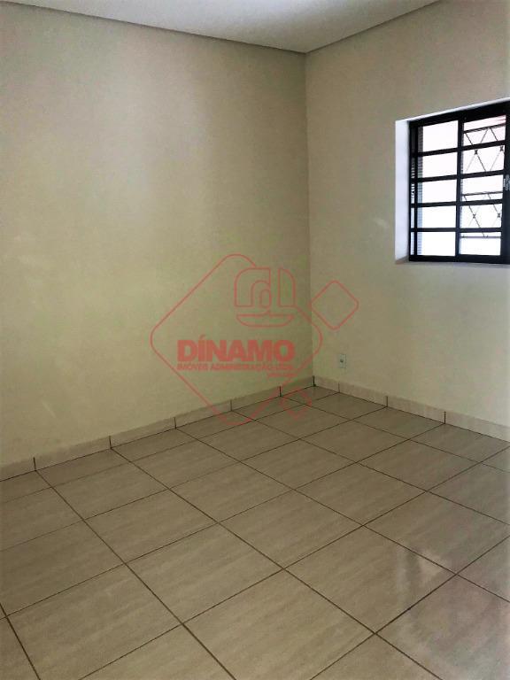 toda reformada, 02 dormitórios (01 suíte), sala, wc social, cozinha c/ gabinete, área serviço, quintal, garagem...
