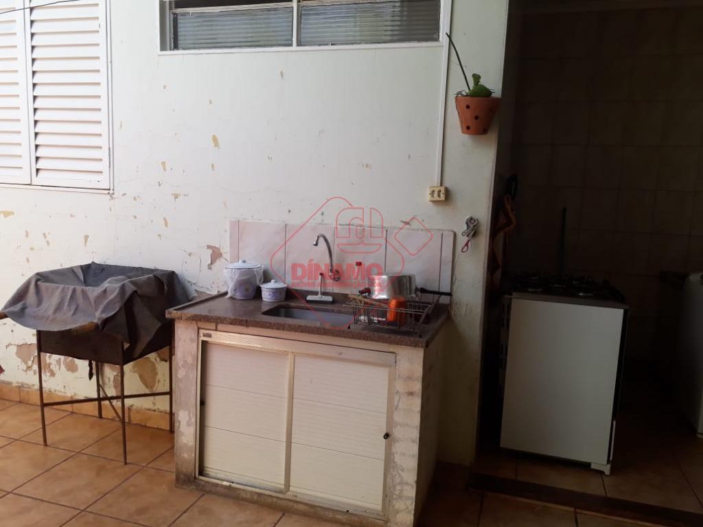 casa com 3 dorms.(suíte c/ gab./acrílico) armários, sala 2 ambientes, wc. social(gab./box acrílico), cozinha(armário), área serviço,...