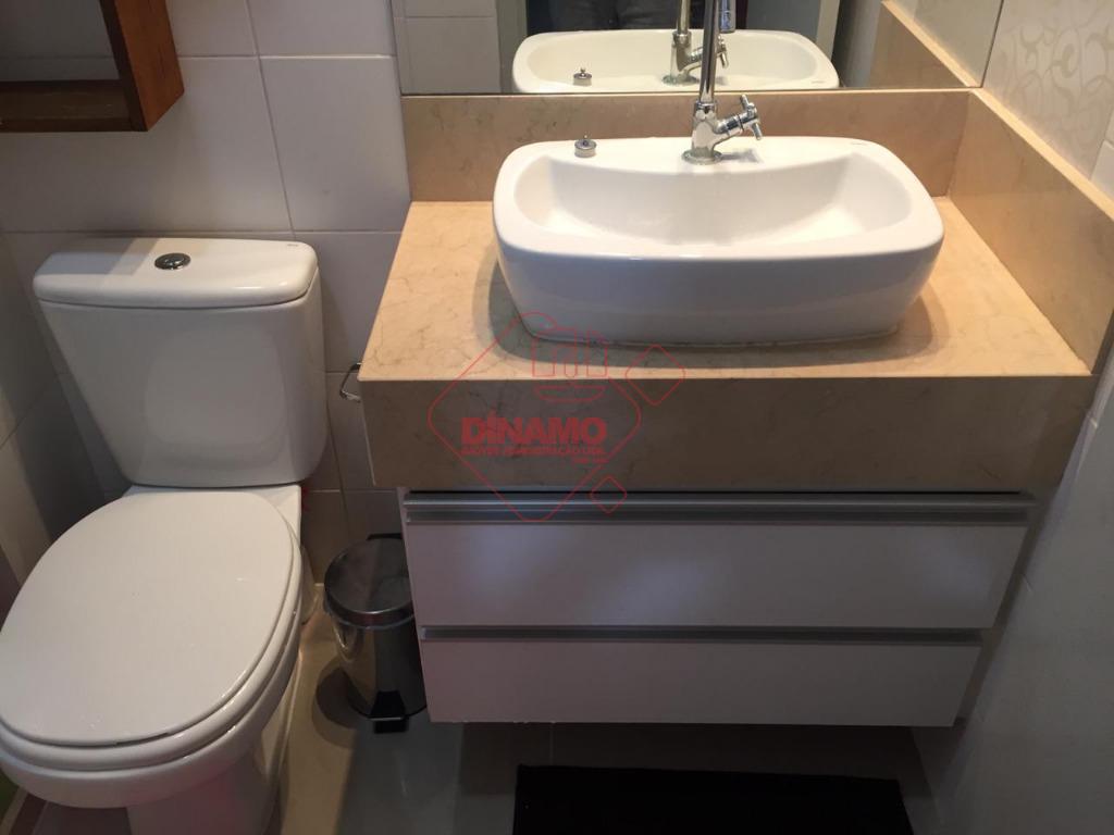 ótima localização! face sombra, 2 dorms.(suíte c/ gabinete) armários, sala, lavabo c/ chuveiro/blindex, sacada, cozinha/área serviço...