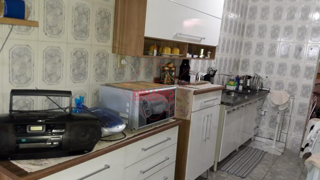 3 dorms., sala, wc. social, copa-cozinha, área serviço, quintal, lavanderia, 1 garagem, quintal, churrasqueira.