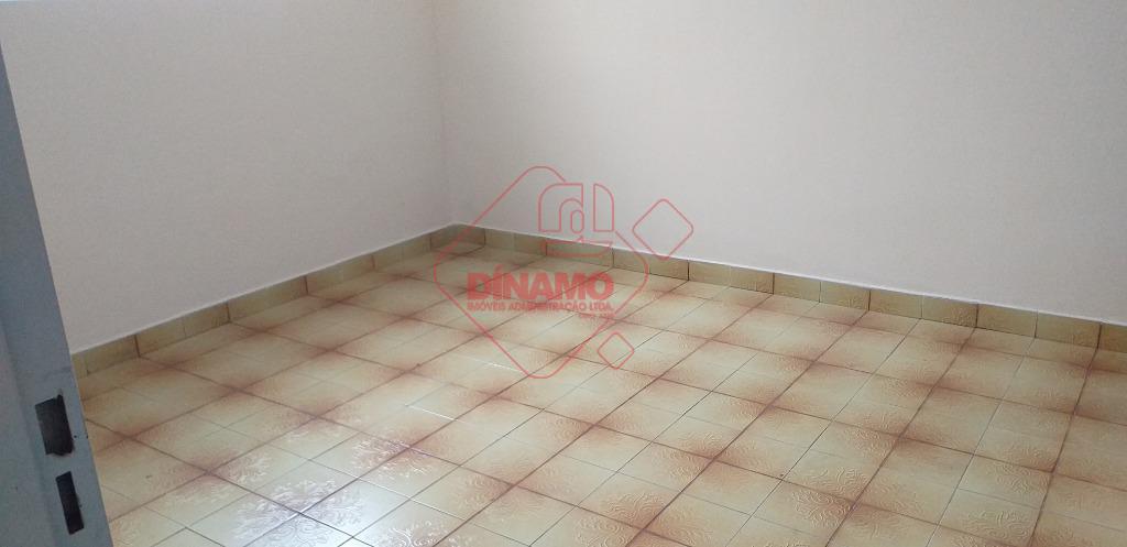 face sombra, boa localização, 3 dorms., sala, wc. social, varanda, cozinha(gabinete), área serviço, quintal(cimento), quarto despejo,...