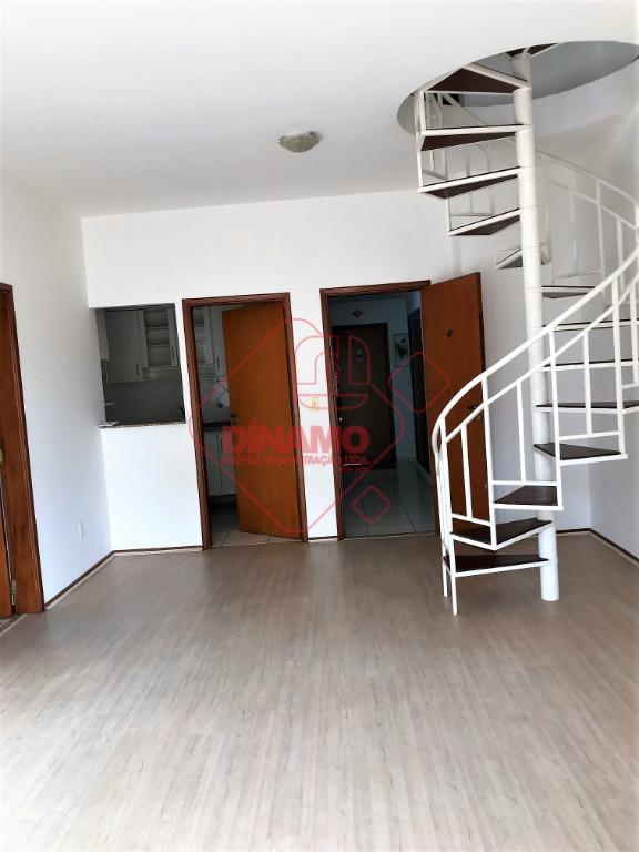 aptº. duplex, 03 dormitórios (01 suíte), armários, salas, lavabo, wc social, copa, cozinha planejada, espaço gourmet...
