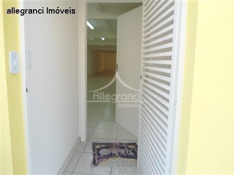 salão comercial 240 metros ,3 andares com 3 banheiros,copa,no # piso 2 salas grandes,próximo a salim...