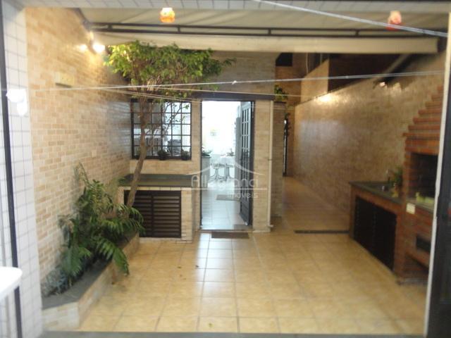 sobrado totalmente reformado, ótima localização, 5 quadras do metro tatuapé, 3 quadras do parque piqueri, estante...