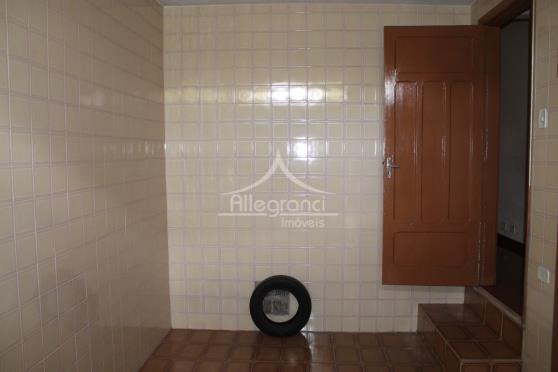 sobrado com 3 dormitórios,sala,cozinha,2 banheiros,área de serviço,terraço,1 vaga de garagem,reformada ,armários embutidos,próximo ao metro bresser