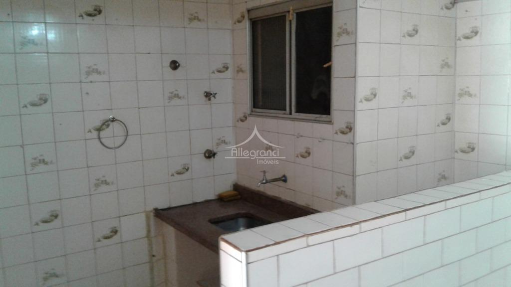 apartamento com 2 dormitório,cozinha,banheiro sendo área de serviço dentro do banheiro,próximo ao templo do salomão.