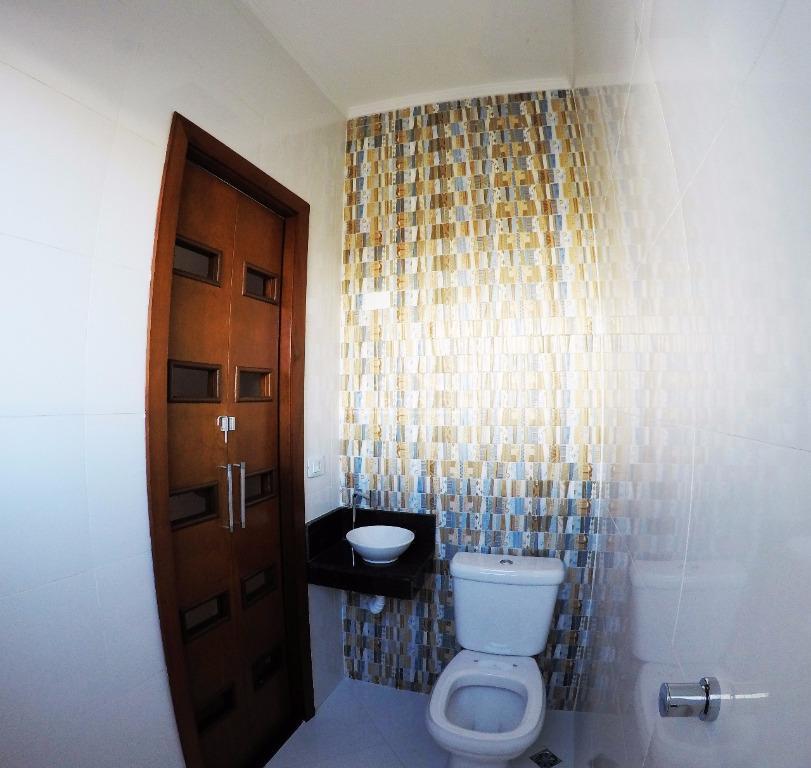 sobrado novo com 03 suítes, 02 varandas, sala para 02 ambientes, lavabo, cozinha ampla, jardim de...