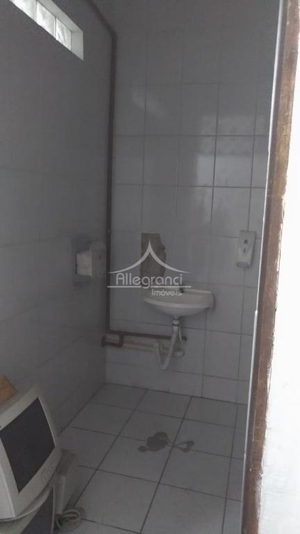 sobrado comercial à 2 quadras do metrô belémcom 7 salas, banheiros embaixo em cima, 3 vagas...