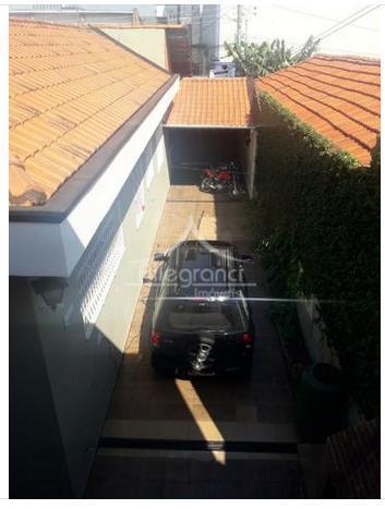 casa no pari 252,00 metros com 5 dormitórios,sala,cozinha,área de serviço,3 banheiros,quintal grande ,6 vagas de garagem.terreno...