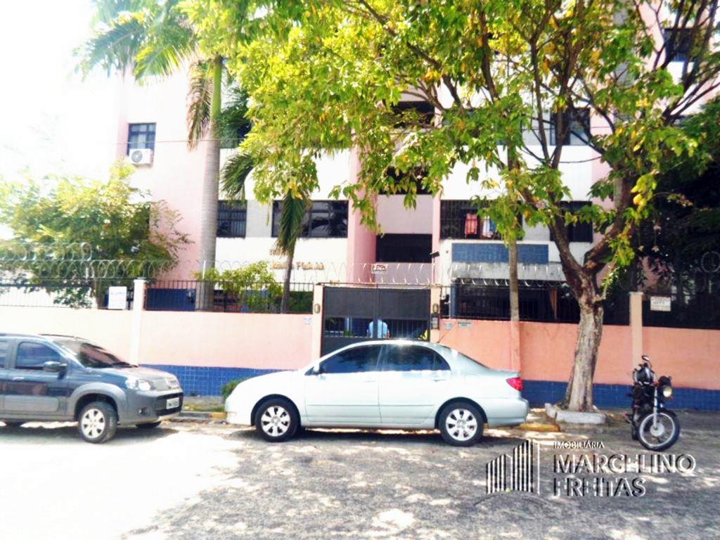 Apartamento residencial à venda, Montese, Fortaleza - AP2285.
