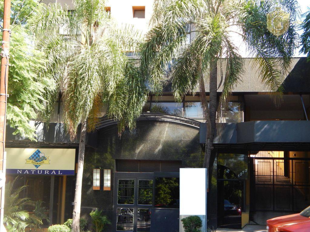ótimo apartamento no 8º andar com maravilhosa vista para o guaíba, parque da redenção, bairros bom...