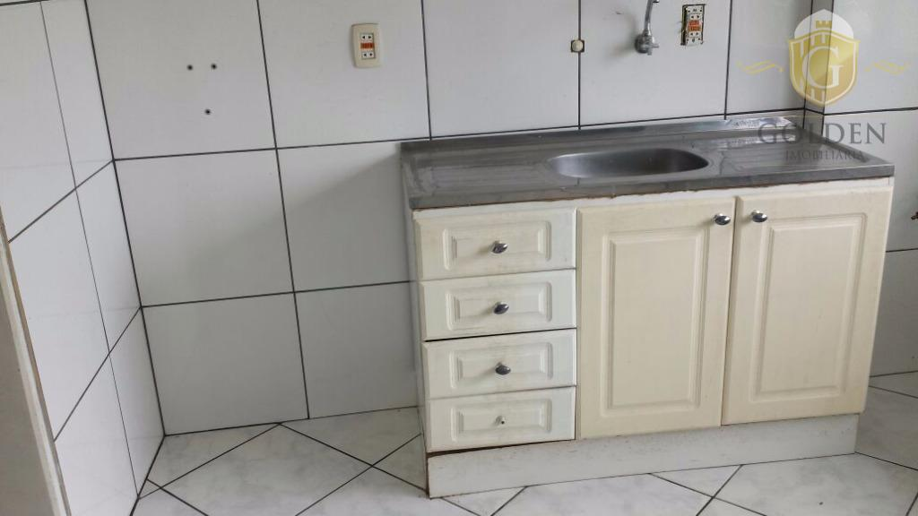 apartamento, 1 dormitório. bairro camaquã. área de 45m². amplo living, com sacada. cozinha e área de...