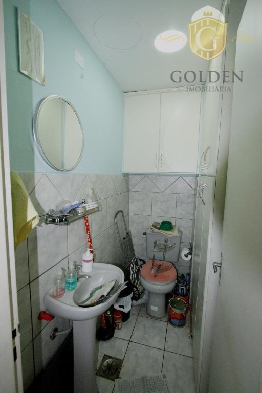 apartamento bem ventilado de 2 domitórios com piso laminado novo,dependência de empregada completa, living e cozinha...