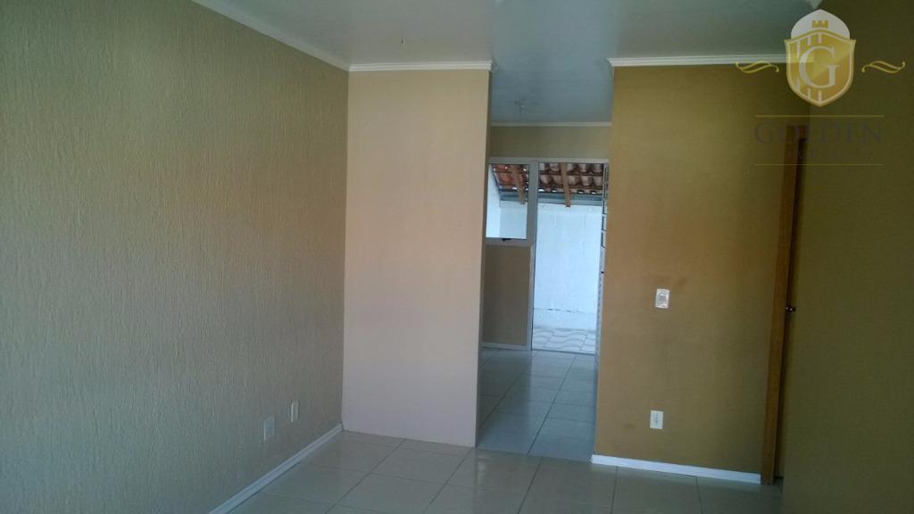 casa em condomínio fechado, com 02 dormitórios, banheiro, sala de estar e jantar, cozinha, área de...