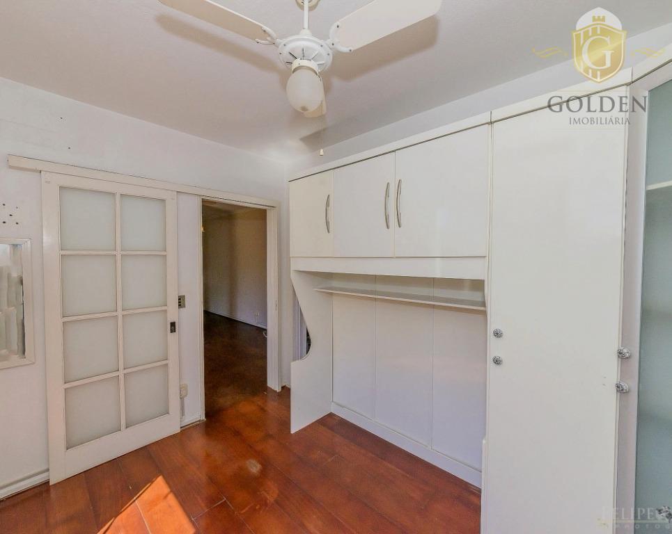 apartamento com 01 dormitório, sala, cozinha, banheiro com box de vidro e armários, ventilador de teto...