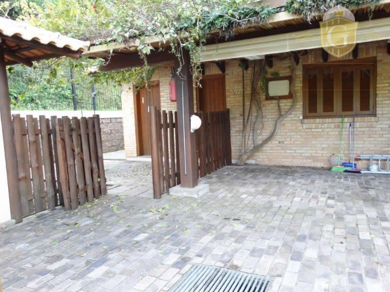 casa no recanto do sabia com 380 metros construídos, com 03 dormitórios com suite e closet,...