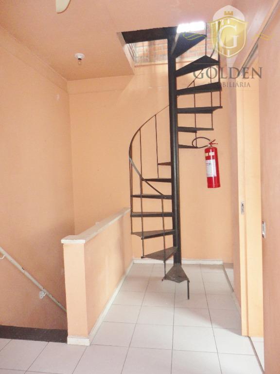 excelente casa sobrado triplex, com 3 ambientes, distribuídos na seguinte forma: parte terreá loja com entrada...