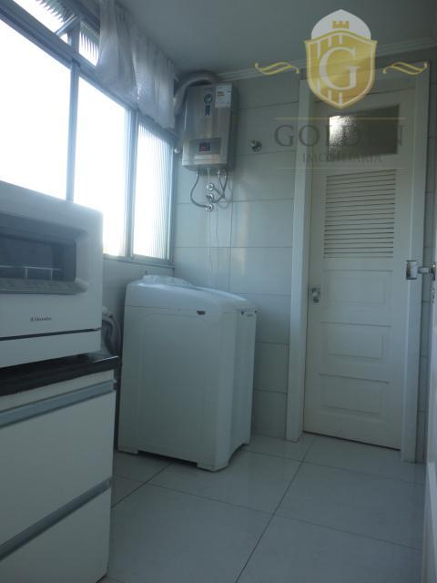 apartamento com 02 dormitórios com excelente iluminação, living amplo para 02 ambientes, cozinha com moveis sob...