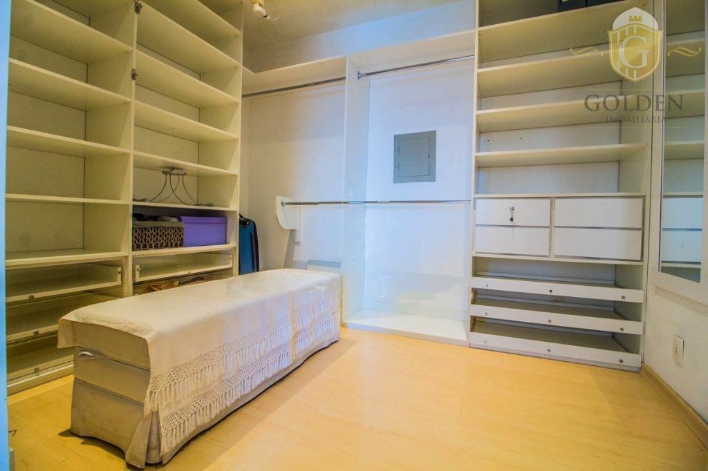 vende/aluga cobertura com 253m2, semi mobiliado, com 04 dormitório sendo 02 suítes 01 master, , hall...