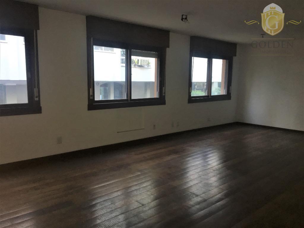 Apartamento de 220m². na Avenida Iguassú, 250, Bairro Petrópolis