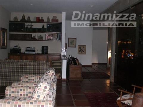 mansão em região de condomínios fechados no bairro mercês. casa totalmente plana com 04 amplas suítes,...