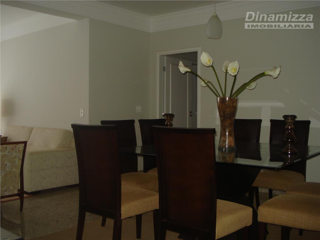 03 quartos sendo 02 suítes com armários, w.c social, circulação íntima, sala 02 ambientes, sacada, cozinha...