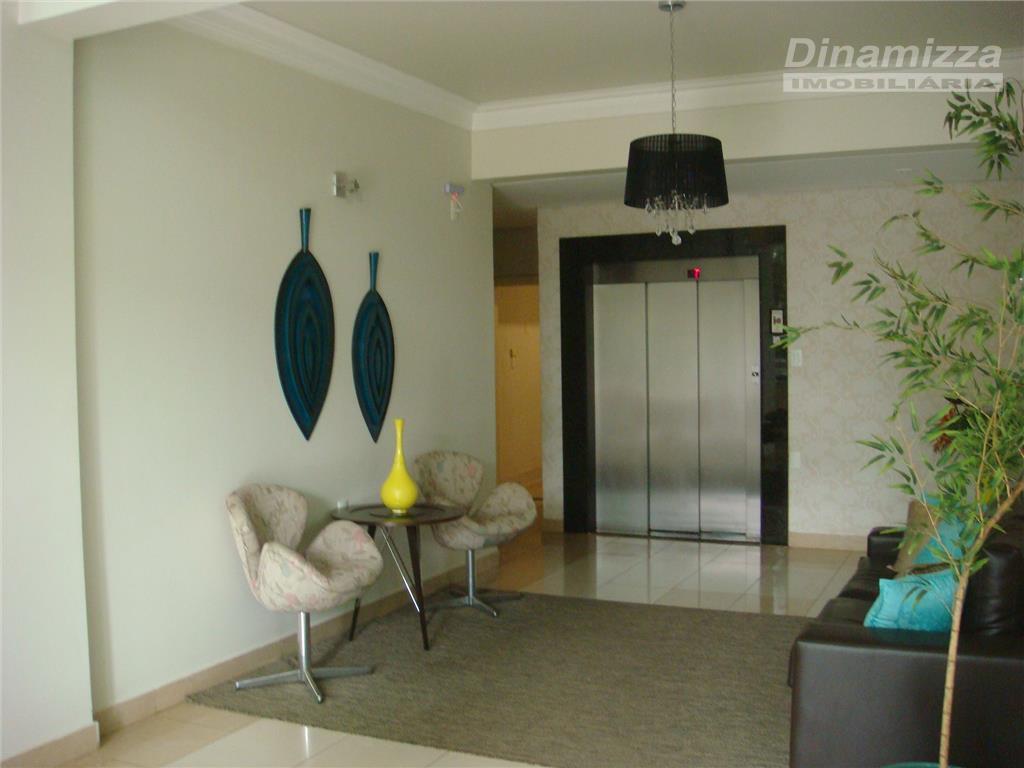 excelente apartamento com fino acabamento sendo, 03 suítes c/ 01 master, armários completos, ar condicionado, circulação...
