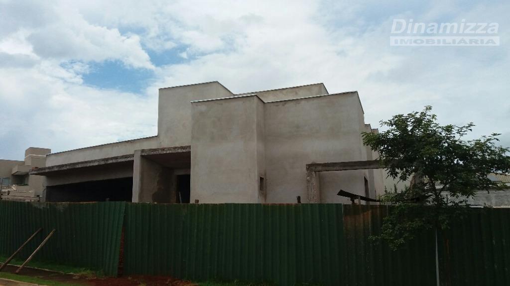 casa em construção:04 suítes, circulação íntima, sala 02 ambientes, lavabo, cozinha, varanda com churrasqueira, piscina, 04...
