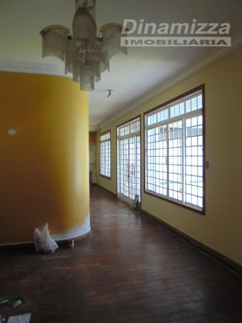 casa para fins residencial e comercial, contendo: 03 suítes, sendo 01 máster, com armários completos, hall...