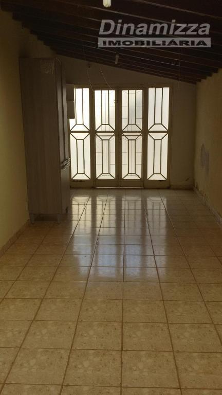 03 quartos sendo 01 suíte, circulação íntima, w.c. social, escritório, 02 salas, cozinha, área de serviço,...