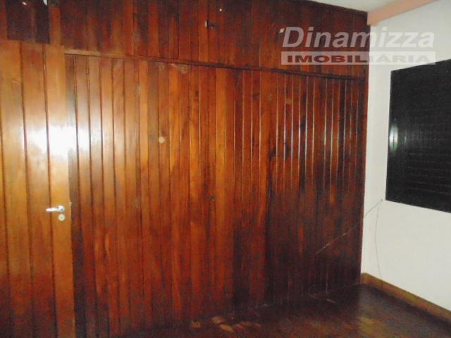 04 quartos sendo 02 suítes, sendo 01 máster, com armários completos, hall íntimo, w.c social com...