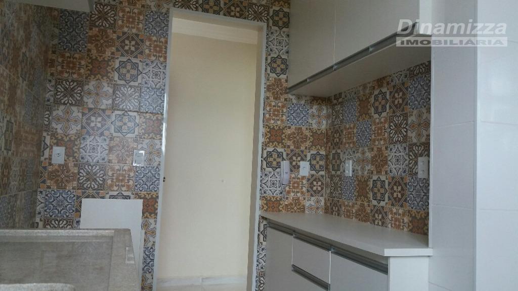 cobertura:03 quartos sendo 02 suítes, w.c. social, sala de estar, sacada, cozinha+área de serviço, 2º pav....