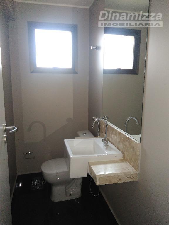 03 suítes, com armários completos, hall íntimo com roupeiro, sala ampla para 02 ambientes, lavabo, sacada...