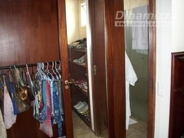 05 suítes, sendo 04 com closet e 01 com armário planejado, 03 salas de estar, sacada,...