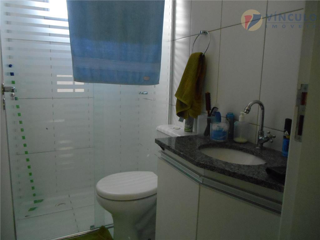 excelente cobertura de 2 quartos sendo um com armários, cozinha toda planejada, 2 banheiros completos com...