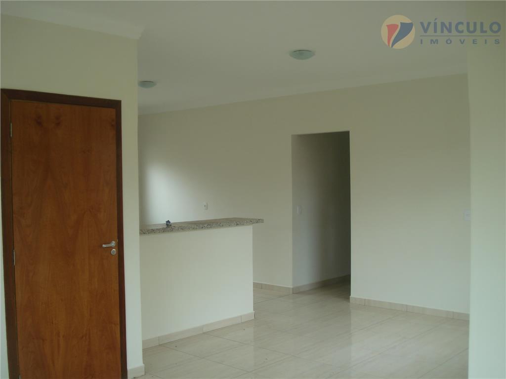 excelente casa, recém construída, com 3 quartos, sendo uma suite, piso porcelanato, quintal grande, e garagem...