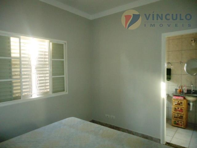 casa toda reformada, com 03 quartos sendo 01 suíte(com armários), sala 02 ambientes, cozinha planejada,área de...