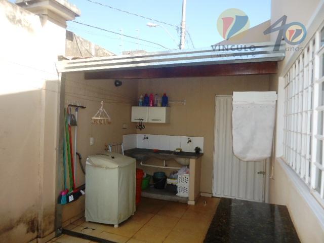 casa de esquina em excelente localização com 03 quartos com armários sendo 01 suíte com hidromassagem,...