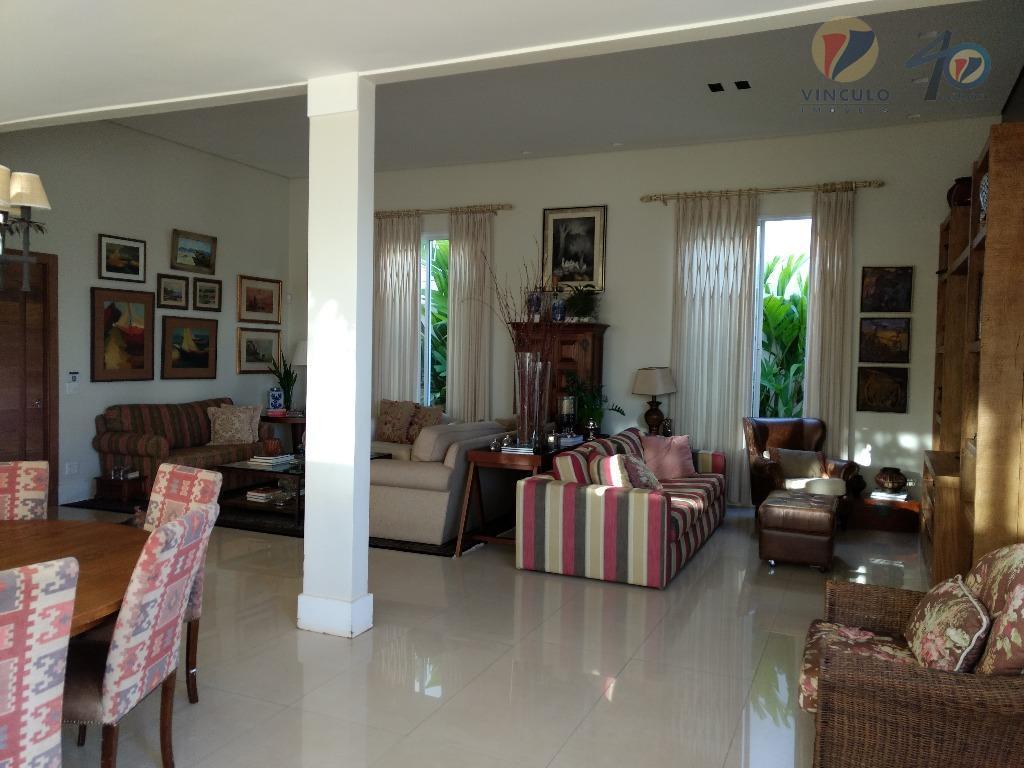 casa muito bem distribuída, confortável e completa, ótima localização dentro do damha i, três suítes com...