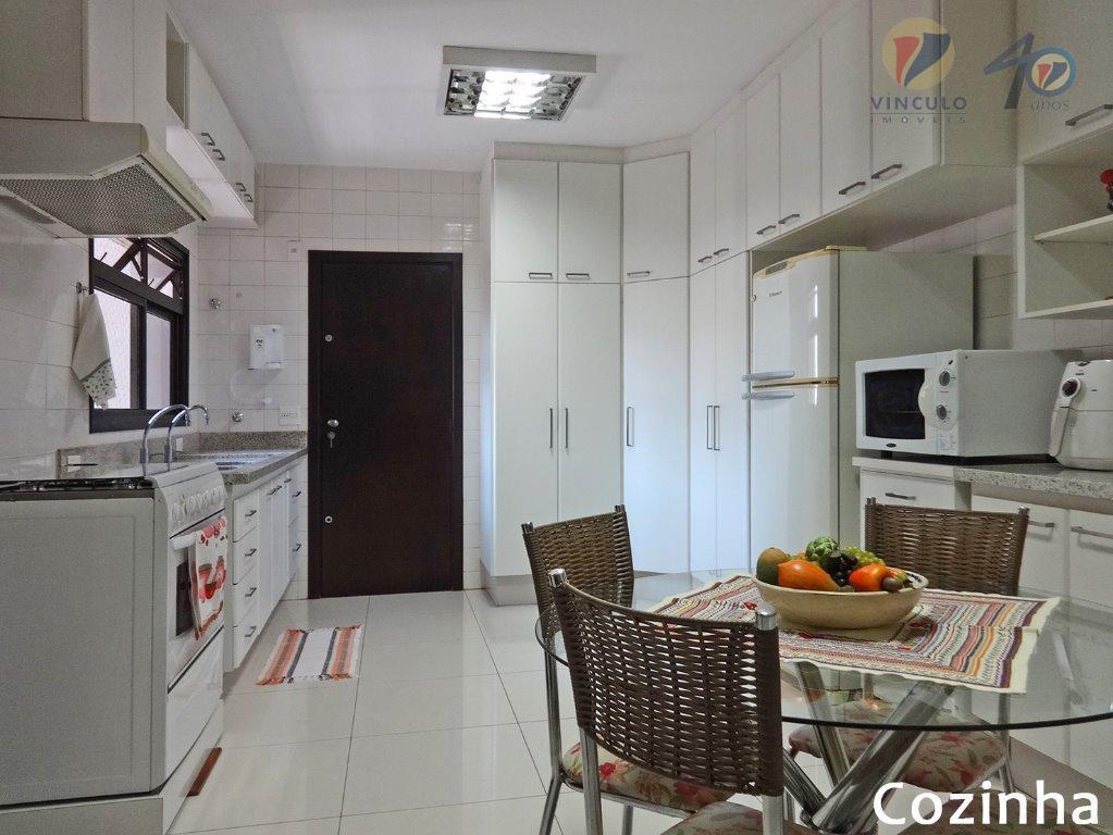 apartamento de alto padrão localizado em área nobre, próximos aos melhores estabelecimentos comerciais da cidade, entre...